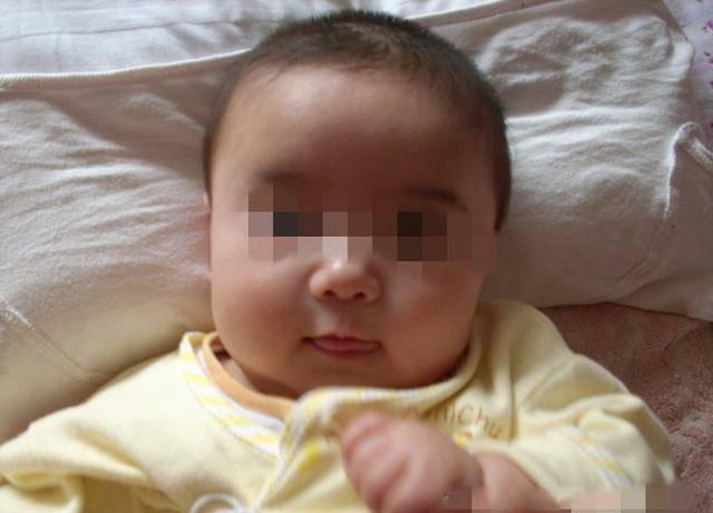 8个月女儿莫名流