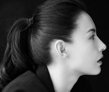 张柏芝黑白肖像写真 酷柔并济容